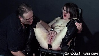Pussy Punishment of English Amateur Slave in chubby bdsm