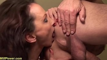 skinny milfs gets deep anal fucked