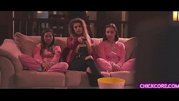 Teen Lebian twins Shyla Jennings and Jenna Sativak started a sizzling family 3some with Kristen Scott after their family dinner.