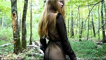Lady in black (web)