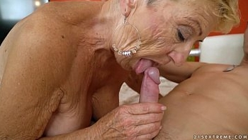 Old granny fucks the young mechanic - Lusty Grandmas