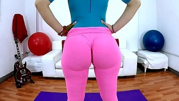 Perfect Bubble Butt Fiona and Puffy Cameltoe In Tight Spandex Leggings