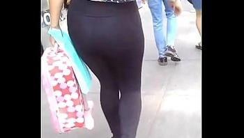 Sabroso culo en leggins negro