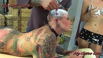BlackwidowXXX getting a new head tattoo