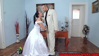 Chubby bride tormented after wedding