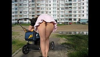 Accidental Upskirts Voyeur - HornySlutCams.com