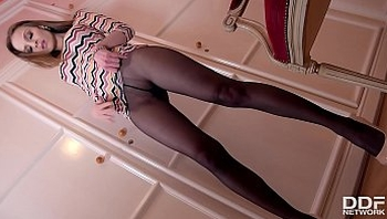 Beauty Babe Mary Wet finger fucks herself in Pantyhose