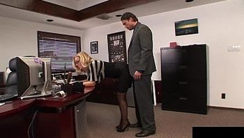 Nicole likes to get fucked by her boss every afternoon before meetings
