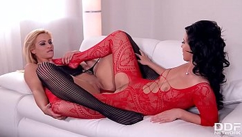 Extra hot lesbian couple Cherry Kiss & Vicky Love loves fetish fun for two