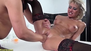 skinny milf gets extreme rough fisted