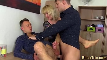 Bisex stud sucking dick