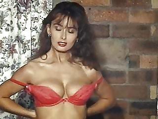 TEARDROP - British beauty vintage striptease