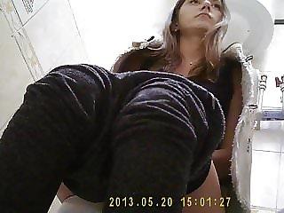 Girl pissing in toilet 1