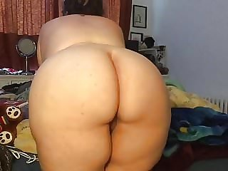 BBW shows off her ass