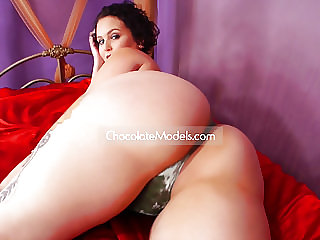20 Thick Nude Big Butt Strippers, Models and Exotic Dancers