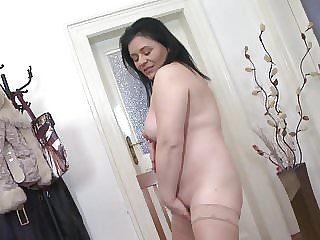 Sexy real chubby mature mother with saggy tits