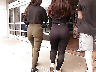 Twin sexy bOOties...