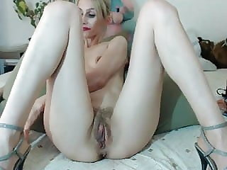 Mature with big pussy lips
