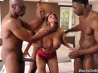 Really wild curvy MILF Brooklyn Chase works on three strong long BBCs