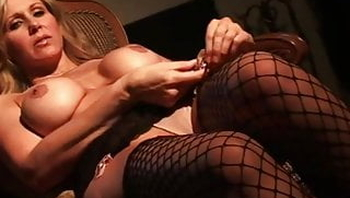 Gorgeous Cougar Julia Ann Finger Fucks In Sexy Stockings!