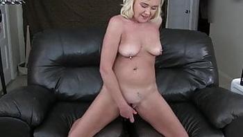 Ms Paris Practices Her Squirting Technique