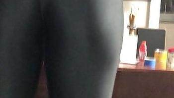 Gf twerks in leggings