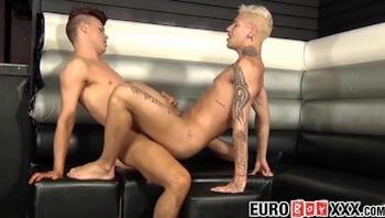 Tattooed blond homo cums after a hard ass pounding