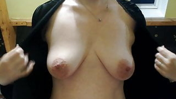 Vends-ta-culotte - French MILF Massaging her Boobs at Home